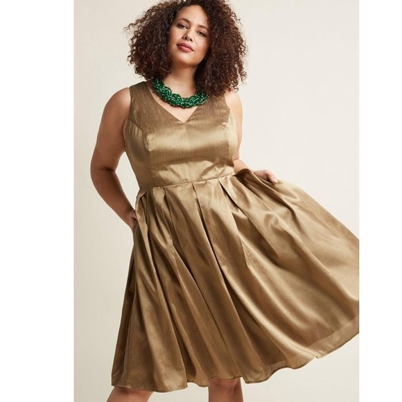 Modcloth Dresses & Skirts - ModCloth Gold Holiday Pleated Midi Dress